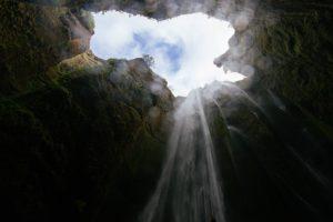 deep pit:cave